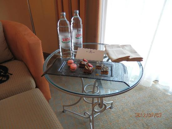 Hilton Imperial Dubrovnik: this was waiting in our room :)