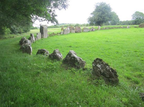 Lough Gur Visitor Centre: Grange stones - largest stone circle in Ireland