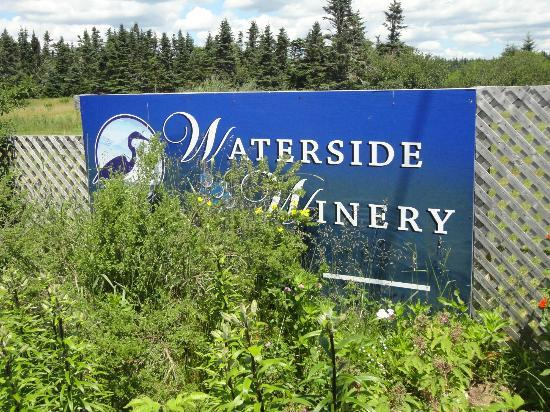 Waterside Farms Cottage Winery: Waterside Winery!