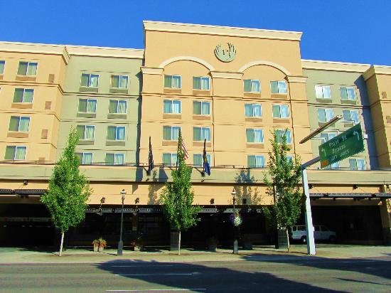 The Grand Hotel in Salem: Hotel Exterior