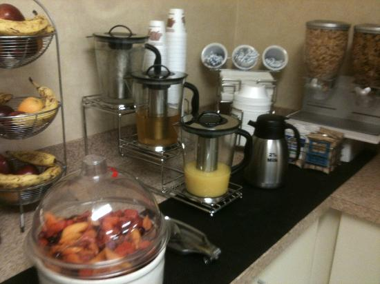 Rodeway Inn & Suites: Juices available for you
