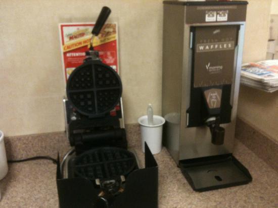 Rodeway Inn & Suites: Do you love waffles?