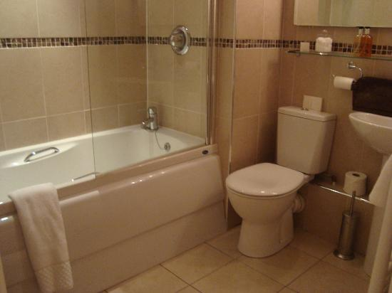 The General Tarleton Inn: Bathroom