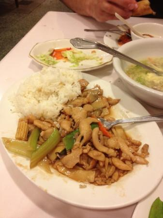 New Woey Loy Goey : chicken with cashews and rice