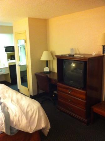 Days Inn Marianna: qik shot of room