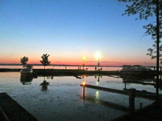 Golden Beach Resort : Sunset on the marina