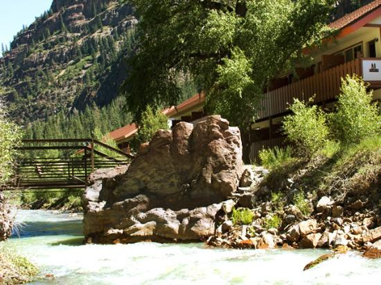 Hot Springs Inn: River views from every room