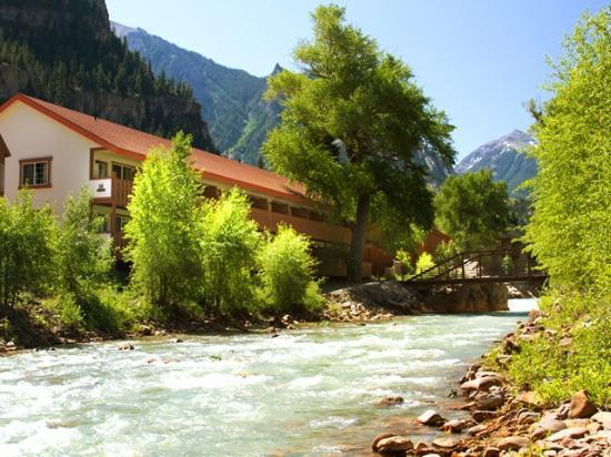 Hot Springs Inn : River walk
