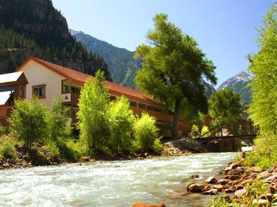 Hot Springs Inn : Seen from river walk