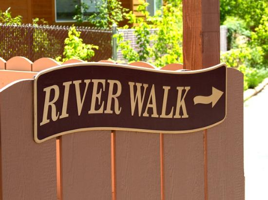 Hot Springs Inn: River walk sign