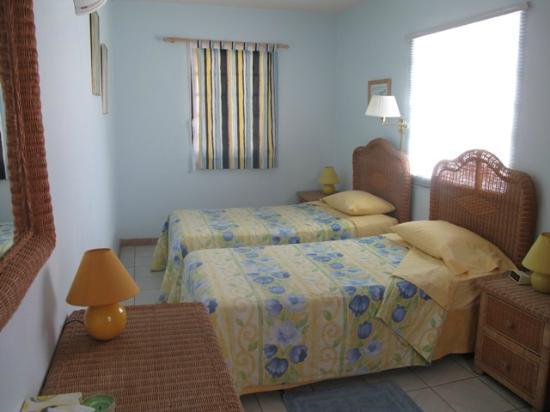 Turquoise Shell Inn: Twin bedroom