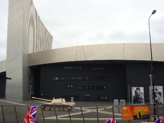Manchester Sightseeing Bus Tours: Imperial War Museum