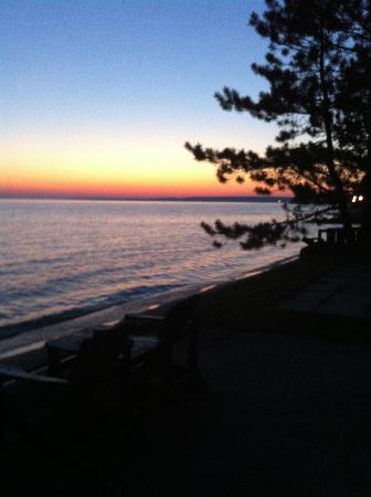 Glenwood Motel & Cottages: Sunsets are Free