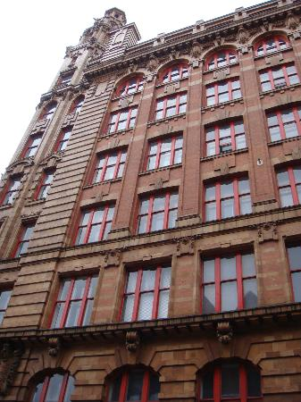 Manchester Sightseeing Bus Tours: Interesting buildings along the route