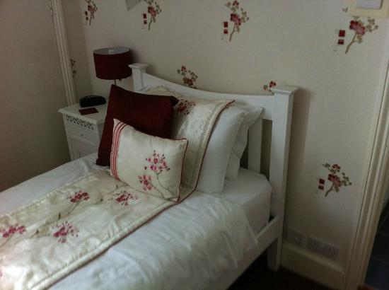 Cherry Tree Hotel: The nice little cherry room for one