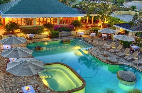 Virgin Gorda Village : A breathtaking view of our pool and poolside service bar...
