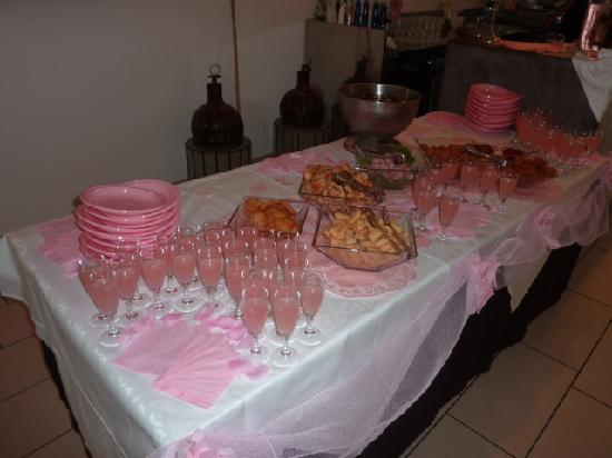 Color Mokambo Shore Design Hotel: Buffet Aperitivi Notte Rosa