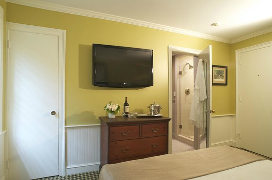 Concord's Colonial Inn: Modern Touches in Our Prescott Wing