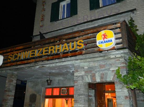 Hotel Schweizerhaus: Entry