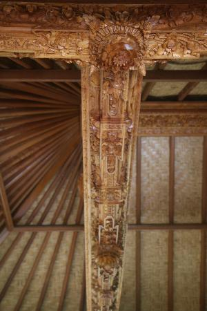 Puri Lumbung Cottages: Ceiling of reception