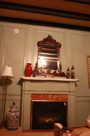 Casa de Solana: Fireplace in room