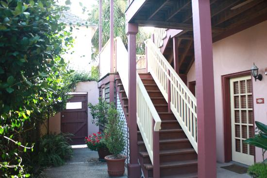 Casa de Solana Bed and Breakfast: Stairs