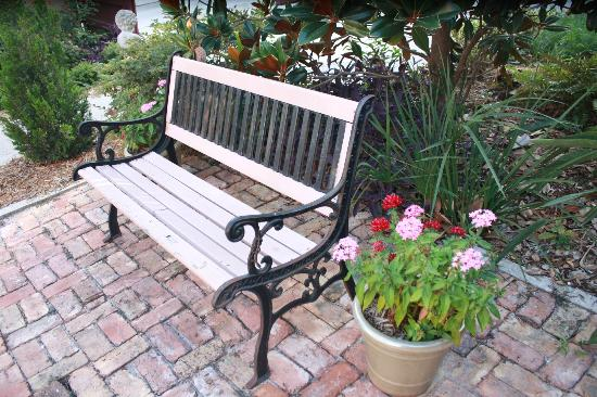 Casa de Solana Bed and Breakfast: cute bench