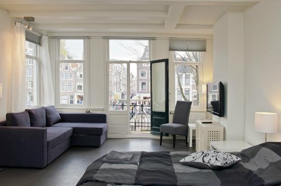 Luxury Keizersgracht Apartments: Living room with balcony