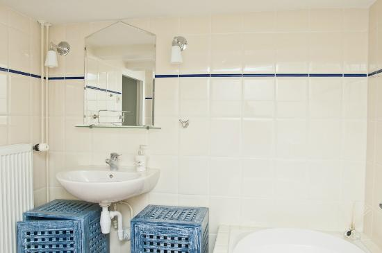Luxury Keizersgracht Apartments: Bathroom