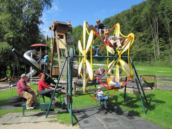 Märchenpark Marquarstein: Two biking to the left turn the Ferris wheel.