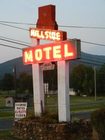 Hillside Motel - Sign