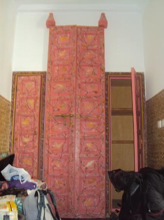 P'tit Habibi: doors to the vaulted bathroom