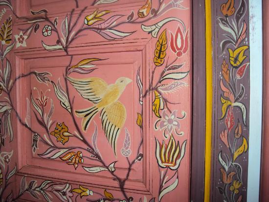 P'tit Habibi: hand painted wardrobe