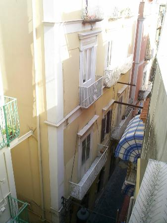 Il Quartuccio B&B Gaeta: View from the window - street is quite at night, so we sleep with open windows