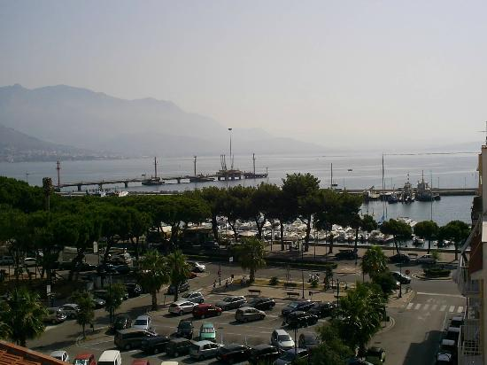Il Quartuccio B&B Gaeta: Roof-garden view - parking lot just few steps from hotel