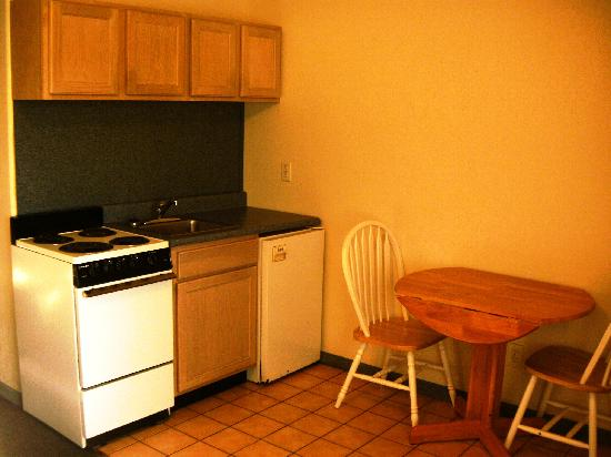 Sunrise Motel: Efficiency Suite