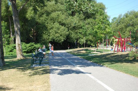 Tudhope Park: Trail for running, walking, biking, inline skating....