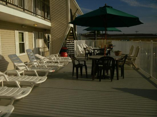 Sunrise Motel : Sundeck