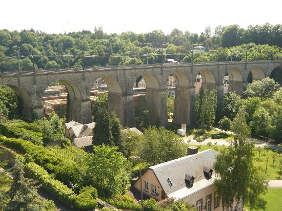 Viaduc (Passerelle) : Views along the way in Passerelle