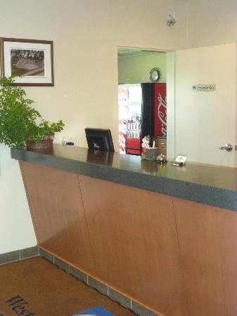 Western Valley Inn: Lobby