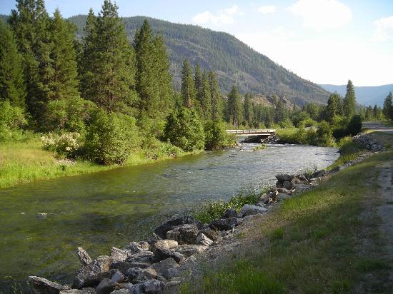 Falls Motel: Thompson River is just 5 minutes from the motel...and the fishing? Fabulous.