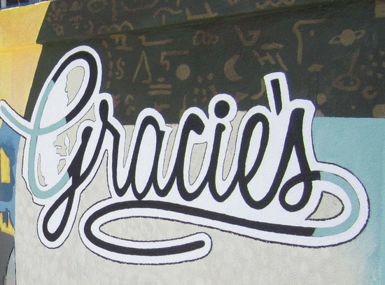 Gracie's Bar: Sign outside