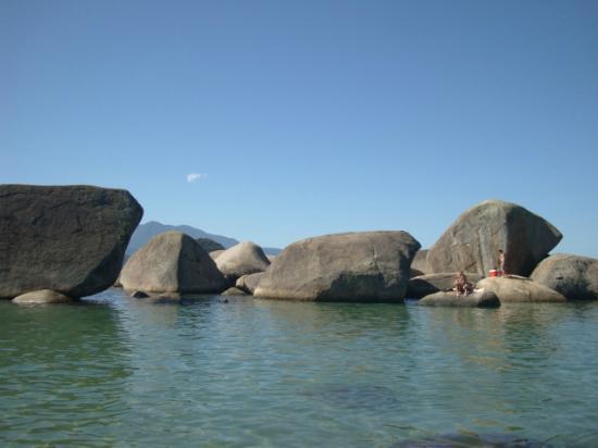 Praia do Cachadaco: piscina natural em cachadaço-Trindade