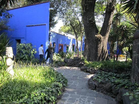 Musée Frida Kahlo : boutique dans le jardin
