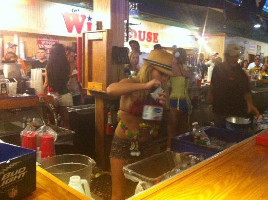 Winghouse of Brandon 301: Bar scene