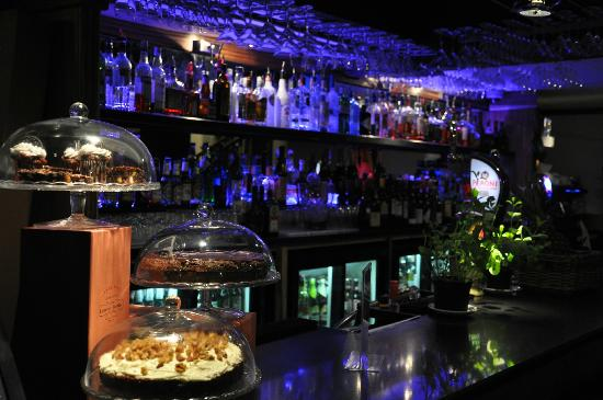 Charlie's Restaurant and Bar: A well stocked bar