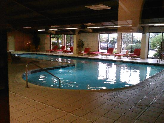 Cleveland Airport Marriott : Beautiful pool, area very clean