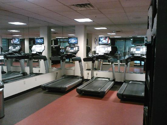 Cleveland Airport Marriott : Gym looked spacious & clean - it's about 4x size of what's pictured here