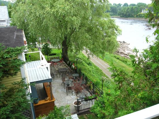 Riverside Inn: view of the restaurant patio