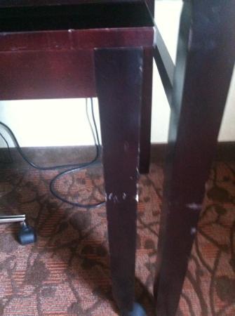 دبل تري باي هيلتون سترلنج - دولز إيربورت: Furniture is worn..